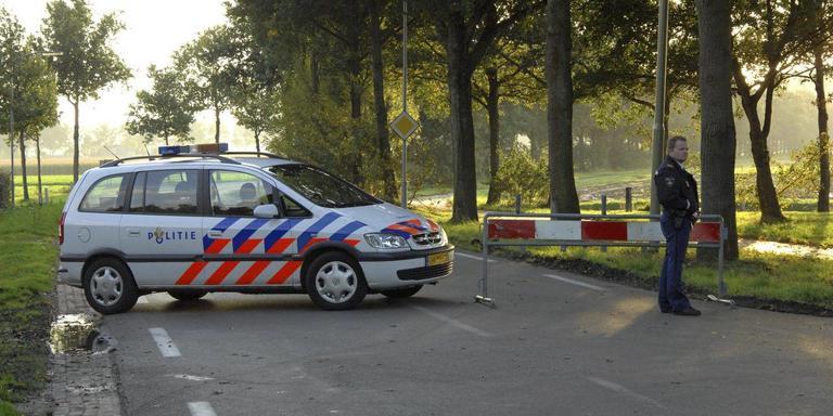 De politie doet in 2007 sporenonderzoek op de Oude Dijk in Exloo.