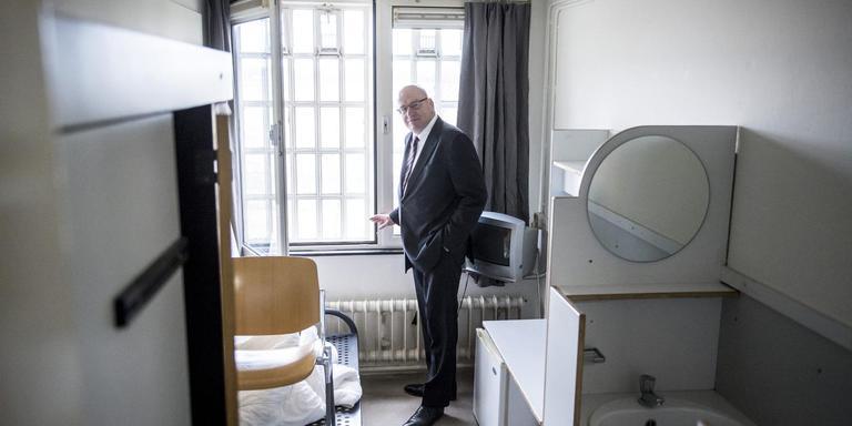 Sander Dekkers voorganger Fred Teeven (VVD) was na een bezoek aan Veenhuizen overtuigd van de wenselijkheid Norgerhaven open te houden. Foto Marcel Jurian de Jong