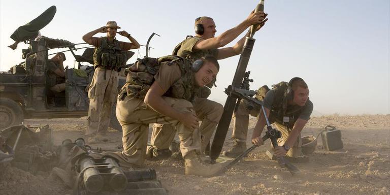 Een 81 millimetermortier in gebruik in Uruzgan. Het wapen is buiten gebruik gesteld vanwege een mankement. Foto Defensie