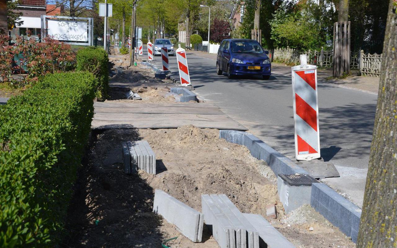 De Hoofdstraat Noord in Zuidwolde heeft voor een deel al een nieuw voetpad.