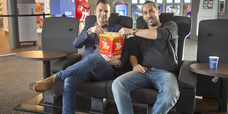 Caspar Kortekaas (links) en zijn collega Osman Alsan in een cosy seat. Foto: Jan Anninga