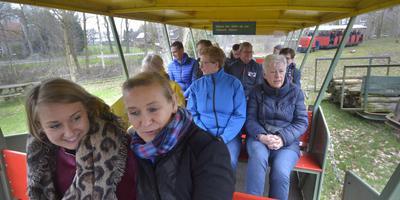De recreatieondernemers tijdens een treinritje in het Smalspoormuseum. Foto: Jan Anninga