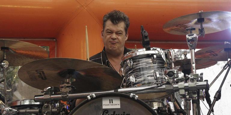 Drummer John Roffel van de Drentse band Mooi Wark stopte in september met drummen. Foto: Mooi Wark