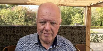 Roelof Dekker neemt na 12,5 jaar afscheid van dorpshuis De Alke. Foto DvhN