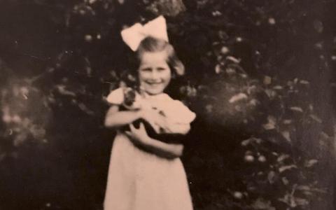 Joodse kleuter Hanny Blein overleefde de oorlog in Nieuwlande: Hoe het stille dorp een 'Haags nichtje' redde