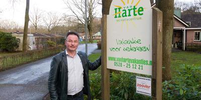 In 2016 maakte Johan Koops bekend Van Harte in Echten te willen ombouwen tot asielzoekerscentrum. Foto archief DvhN/Gerrit Boer