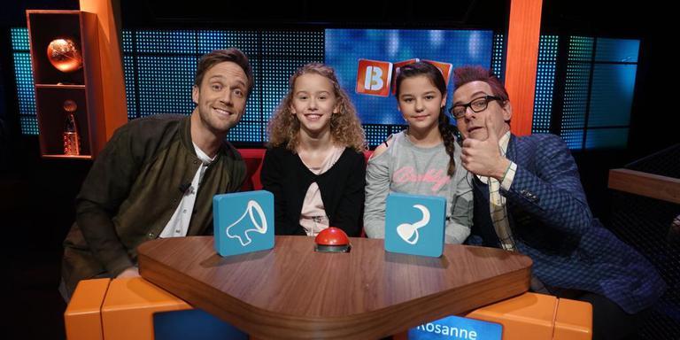 BVQ-presentator Bart Meijer, Rosanne, Zoë en assistent Tonnie. Foto: NTR