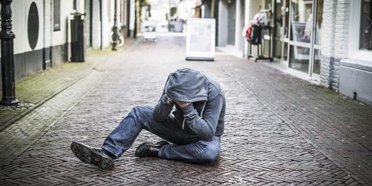Verwarde man op straat. FOTO MARCEL JURIAN DE JONG