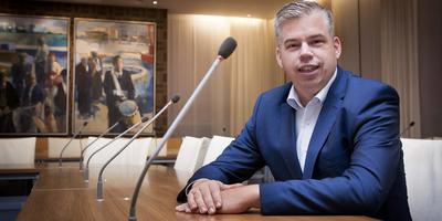 Arjan van der Haar (VVD) vertrekt als raadslid. ,,Het doet pijn, omdat mijn hart bij de politiek ligt.'' FOTO GERRIT BOER