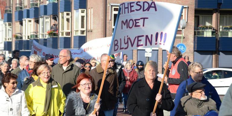 Beelden van de protestmars voor behoud van Bethesda, oktober 2012