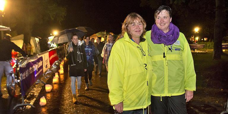 Grietje Oosting (rechts) en haar zus Ankie Tangenberg. Foto Jan Anninga