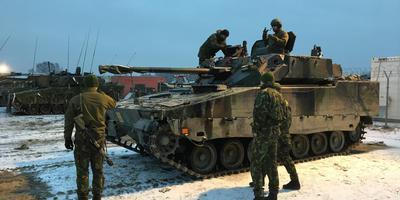 Militairen uit Havelte op een eerdere winteroefening in Polen. Foto DvhN