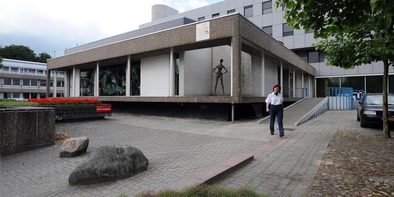 Het trouwpaviljoen als onderdeel van het gemeentehuis in Emmen. FOTO HENK BENTING