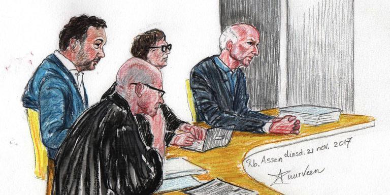 Ex-directeuren V. (uiterst links) en W.