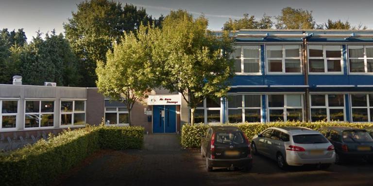 De Harm Smeengeschool in Beilen heeft last van lekkages, vochtplekken en schimmels. Foto DvhN/Google Maps