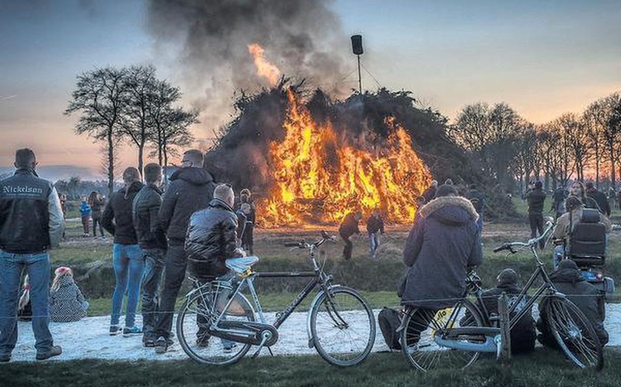 Paasvuur in Nieuw-Roden. FOTO DUNCAN WIJTING