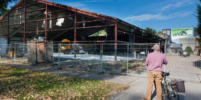 Om de komst van een ijsbaan met zwembad mogelijk te maken is begonnen met de sloop van sportcentrum MAXX, dat eerder dit jaar werd aangekocht door de gemeente Hoogeveen. Foto: Gerrit Boer