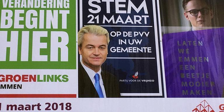 De PVV-posters die in Emmen hangen. FOTO: DvhN