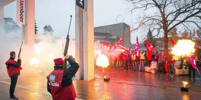 Luchtbuksen bij een eerdere actie in Hoogeveen leidden tot commotie en excuses. Foto Andre Weima