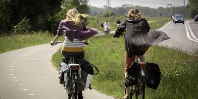 Het fietspad tussen Peize en Groningen kent meerdere gevaarlijke punten. Foto DvhN/Archief Jan Willem van Vliet