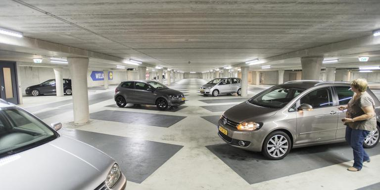 Assen worstelt al jaren met het parkeerbeleid. Er moet veel geld bij omdat parkeergarages leeg staan. Foto archief Marcel Jurian de Jong