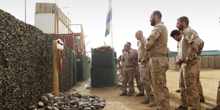 Militairen uit Assen tijdens de herdenking van hun overleden collega's in Mali. Foto Archief DvhN/Defensie
