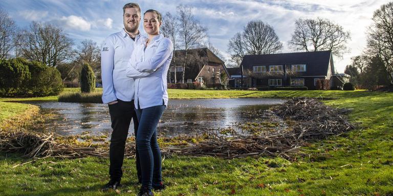 Jeroen en Marleen Brouwer voor hun restaurant. Foto: Marcel Jurjan de Jong
