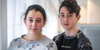 Lily en Howick, die uiteindelijk toch niet werden uitgezet naar Armenië. Foto EPA