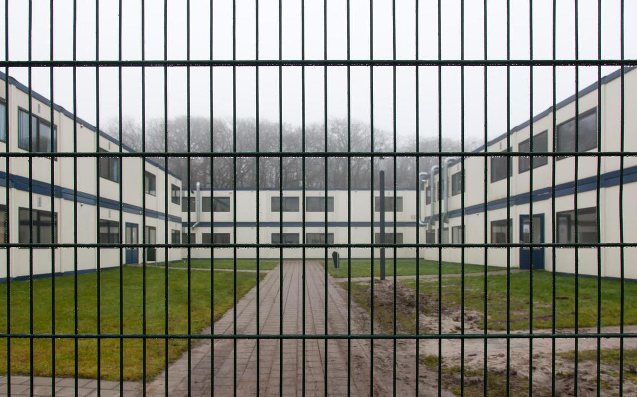 De afgeschermde ebtl-afdeling binnen het Hoogeveense azc, waar overlastgevende asielzoekers tijdelijk worden gehuisvest. Foto: Gerrit Boer