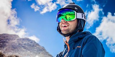 Sandro von Haller met één van de Fresh Goggles. Foto Jack Tompkins/Fresh Goggles