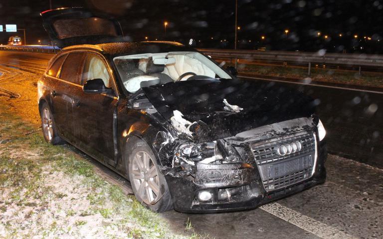Auto botst achterop bestelbus op N34 knooppunt Holsloot: meerdere ongevallen door gladheid op N34 en A37.