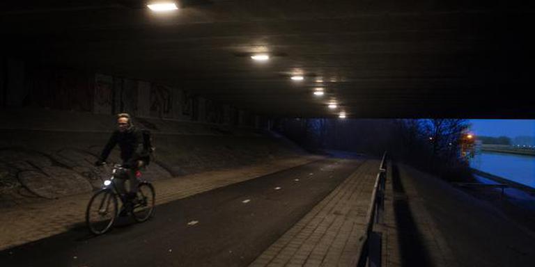 Enge fietsroute langs de driebondsbrug over het Eemskanaal, tussen driebondsweg en damsterdiep. fietsers moeten daar rondjes rijden en vinden dat op stille momenten, en in duister/ schemering doodeng. FOTO SIESE VEENSTRA