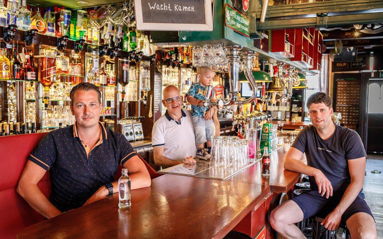 Jaap de Boer (midden) met zijn nieuwe compagnons: Pieter Spraakman en Gilijan van Egten.