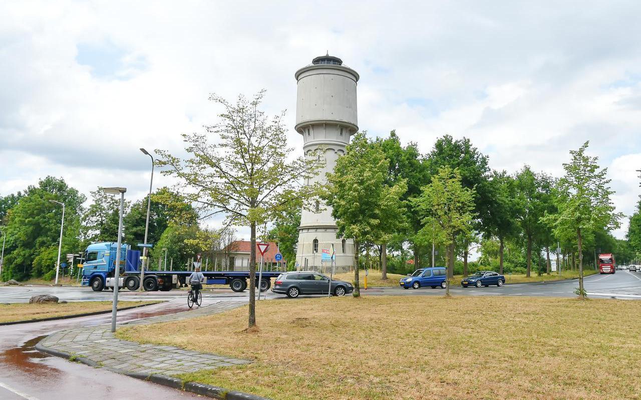 De watertoren in Meppel staat te koop.