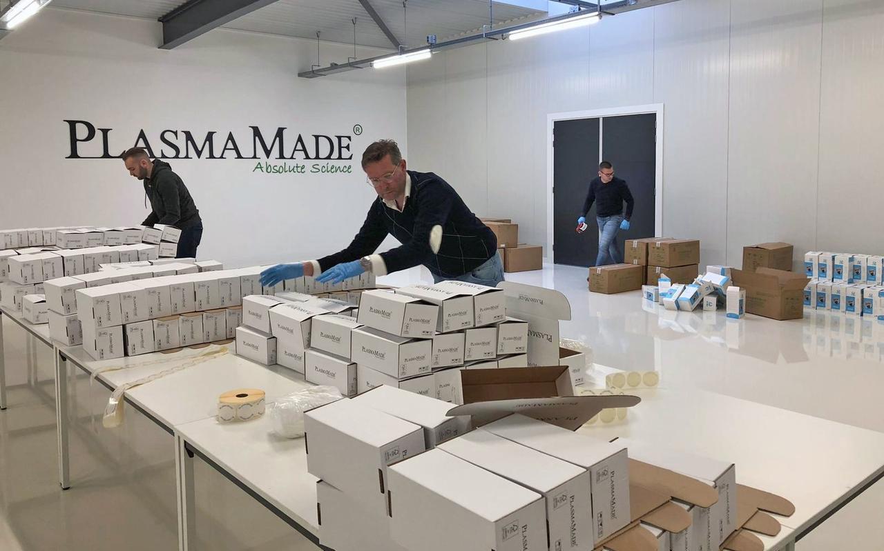 Bij PlasmaMade komen 100.000 mondkapjes per dag binnen.