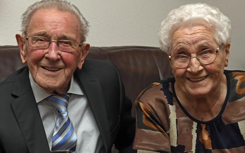 Geesje en Arend Akkerman vieren dat ze 70 jaar zijn getrouwd