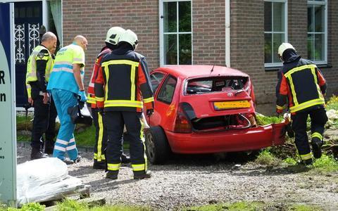 Automobilist rijdt tegen huis in Bovensmilde
