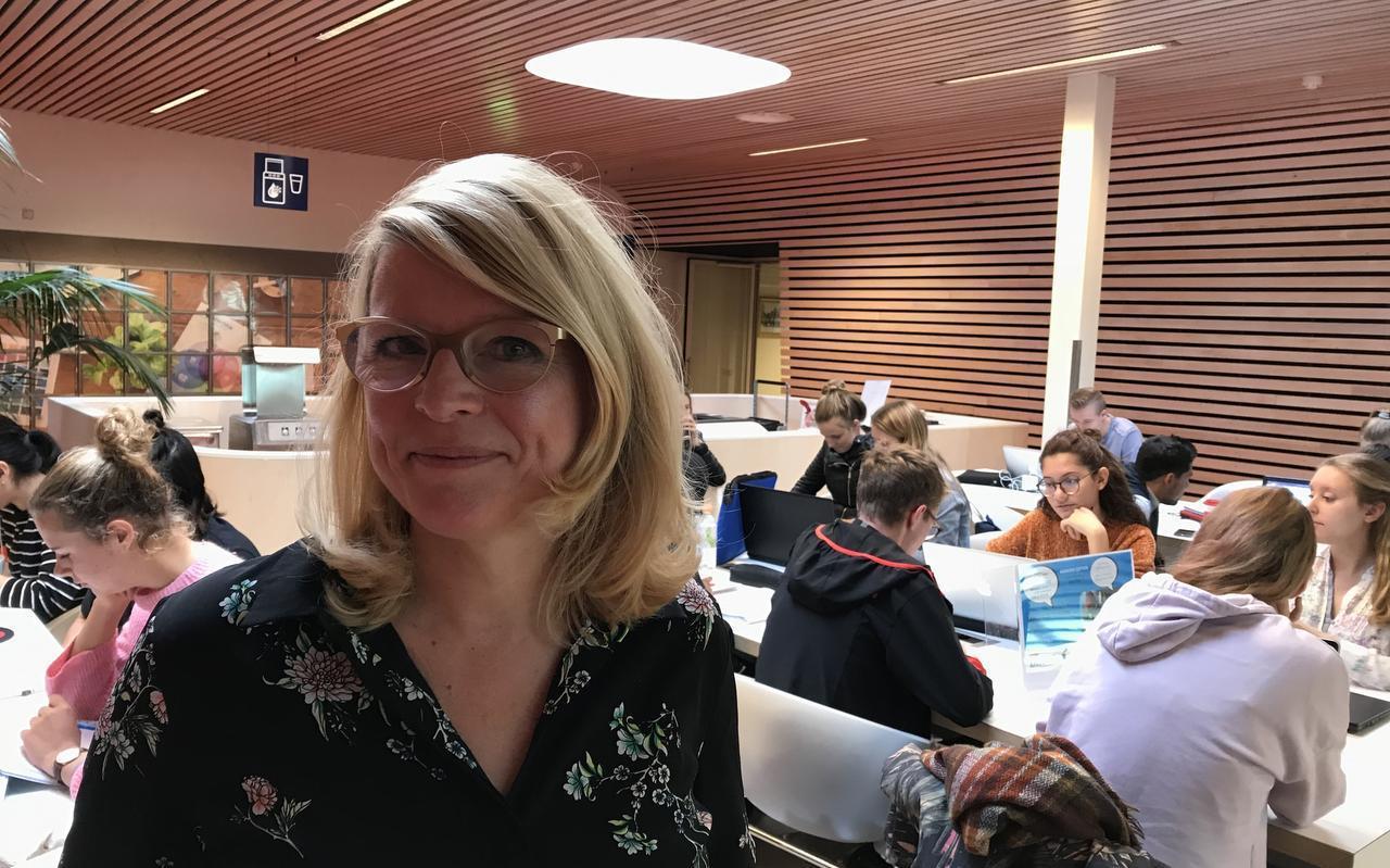 Annette Verhoef, manager van de hogeschool in Emmen.