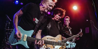 The Wild Romance staat zaterdag in Het Podium.Gitarist Dany Lademacher, gitarist David Hollestelle en bassist Gee Carlsberg tijdens een eerder optreden. Foto: ANP Kippa Paul Bergen