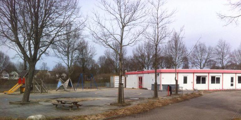 De units die de gemeente Emmen bij het sportpark in de wijk Rietlanden laat verwijderen.