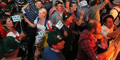 Een Oktoberfest is een op Duitse leest geschoeide combinatie van (veel) bier drinken en volksmuziek. FOTO ARCHIEF DVHN