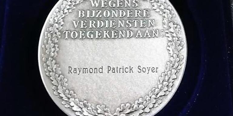 De erepenning voor de omgekomen brandweerman Raymond Soyer. Foto Hans Soyer