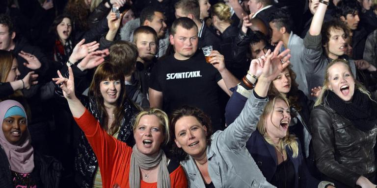 Jongeren in Emmen tijdens een Bevrijdingsfeest op 5 mei. De jeugd is volgend jaar een belangrijke doelgroep voor de festiviteiten. Foto Boudewijn Benting
