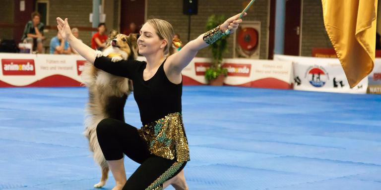 Baas en hond dansen in stijl op WK Dog Dance in Ruinerwold. Foto Gerrit Boer