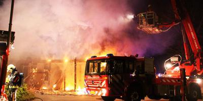 De brand op het GGZ-terrein in Assen is mogelijk aangestoken. FOTO DVHN