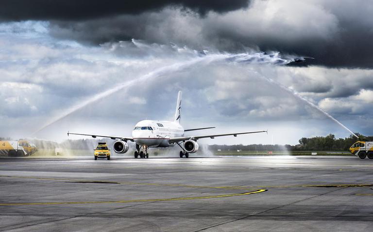 Griekse vliegmaatschappij moet gedupeerde reizigers Eelde tickets terugbetalen - Drenthe - DVHN.nl