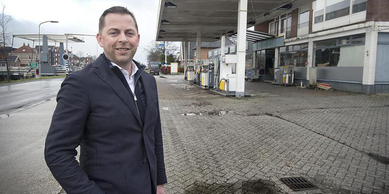 Jorgen Kruit bij de plek waar hij en zijn kompaan Leon Peters een appartementencomplex en woningen willen bouwen. Foto: Jan Anninga