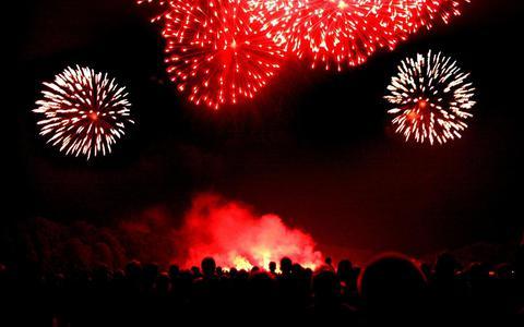 Vuurwerkopslag in Emmen onder vuur