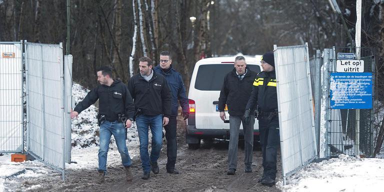 De politieinval bij No Surrender in Emmen, ruim een jaar geleden. Foto: Archief Jan Anninga