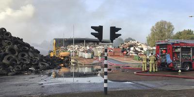 De puinhopen bij de brand bij voormalig afvalverwerker Talen in Meppel. Foto DvhN